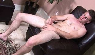 College Dudes - Keith Felda busts a nut