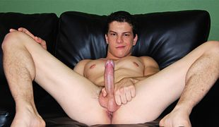 College Dudes - Darren Ray busts a nut