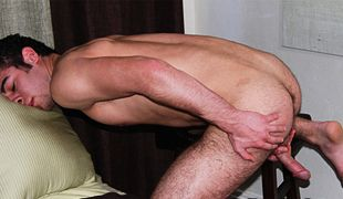 College Dudes - Romeo Taj busts a nut