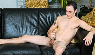 College Dudes - Chaz Ross busts a nut