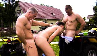 Rough Riders, Scene 01
