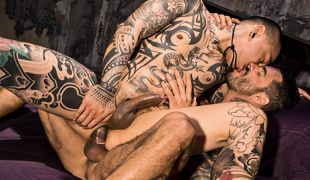 Muscle And Ink, Scene 01