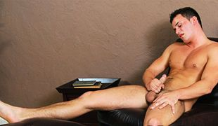 College Dudes - Martin Hess Busts A Nut