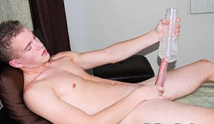 College Dudes - Scott Busts A Nut