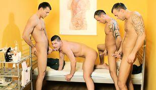 Hospital Foursome, Scene 01