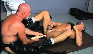Old bear gay in leather dildofucks man on floor