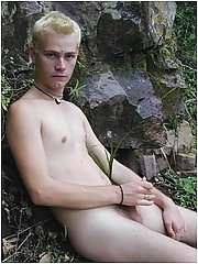 Twink outdoors masturbating in public park